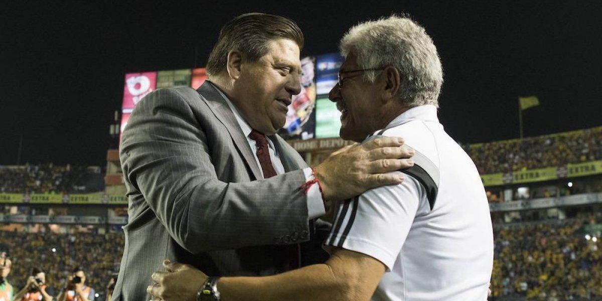Piojo Herrera no sabe ganarle al Tuca con el América