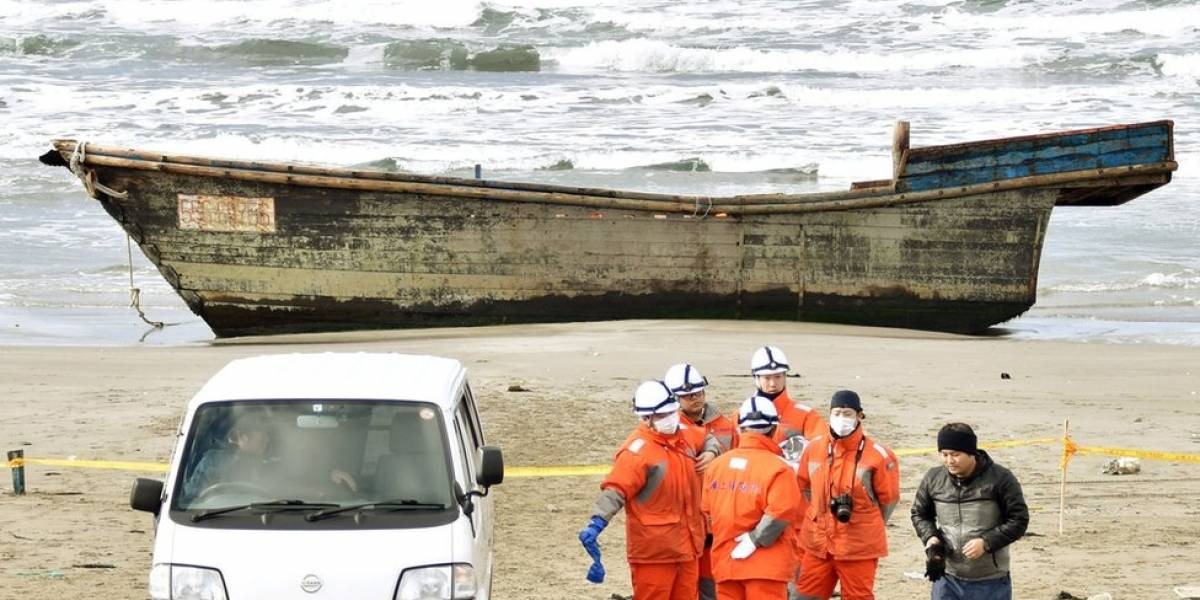 """""""Navio fantasma' com 8 corpos e esqueletos aparece na costa do Japão e intriga autoridades locais"""
