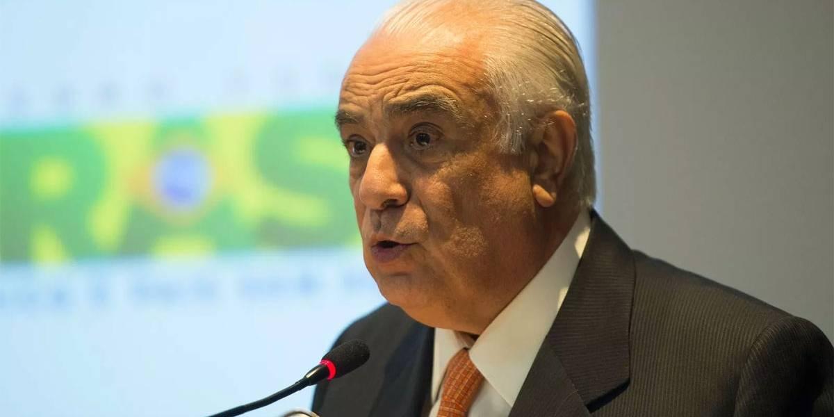 Presidente do PR, Antonio Carlos Rodrigues se entrega à PF