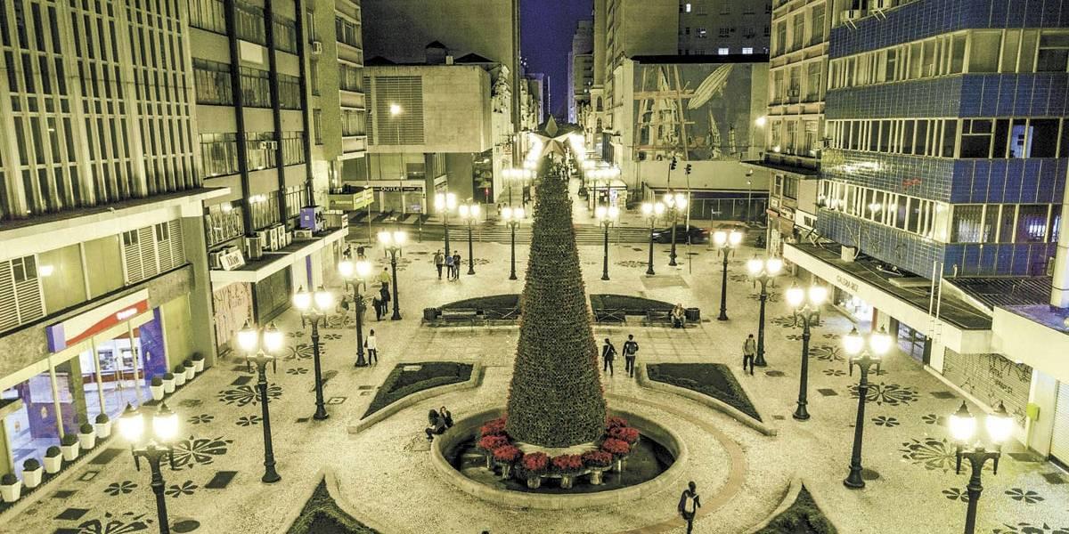Decorada e cheia de atrações, Curitiba já vive clima de Natal