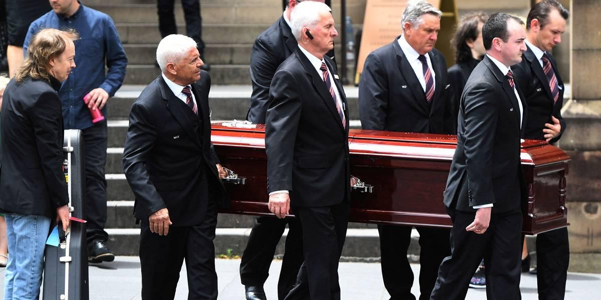 Malcolm Young, do AC/DC, é lembrado em funeral privado