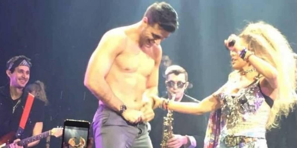 Gloria Trevi desnuda a exnovio de Fey en el escenario