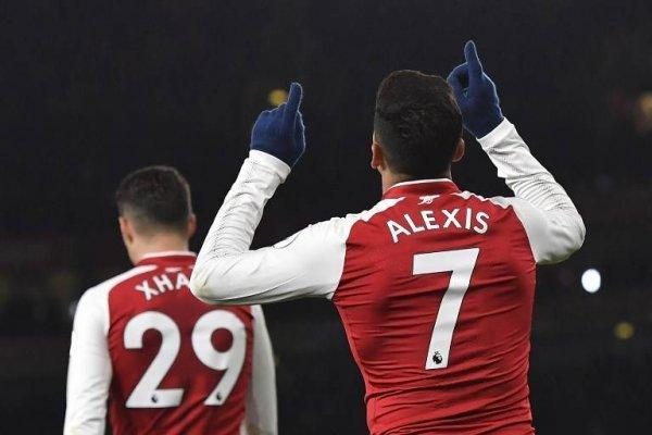Alexis celebrando ante el Huddersfield su cuarto gol en la temporada 2017-2018 de la Premier League / Foto: AFP