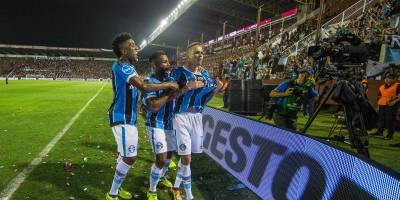 Luan comemora o segundo do Grêmio