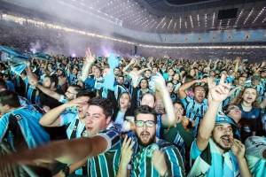 Torcida comemora em Porto Alegre