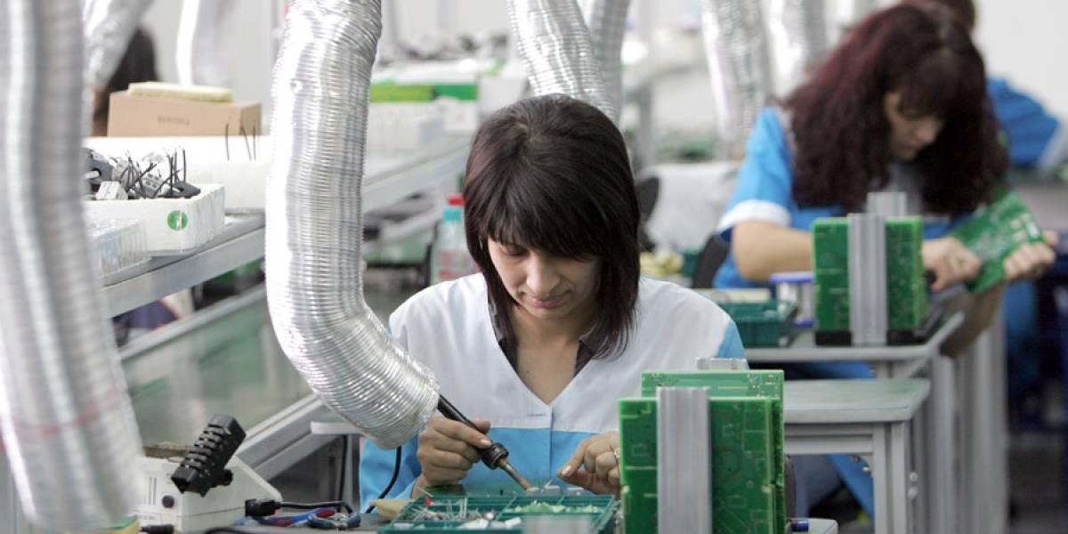 Prevalecen rezagos laborales en la industria electrónica