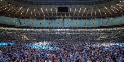 Torcida acompanha o jogo em Porto Alegre