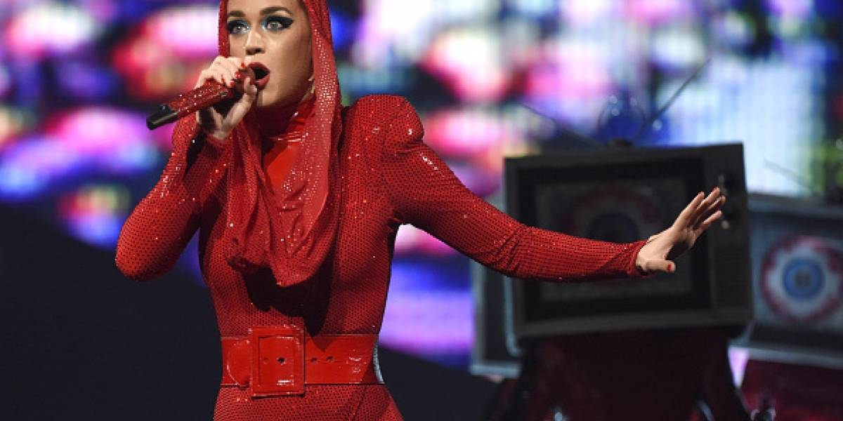 Katy Perry golpeó en la cara a fan en pleno concierto