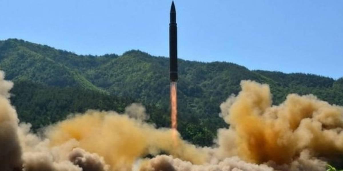 """Corea del Norte lanza su misil balístico intercontinental """"más potente"""" con capacidad para alcanzar Estados Unidos"""