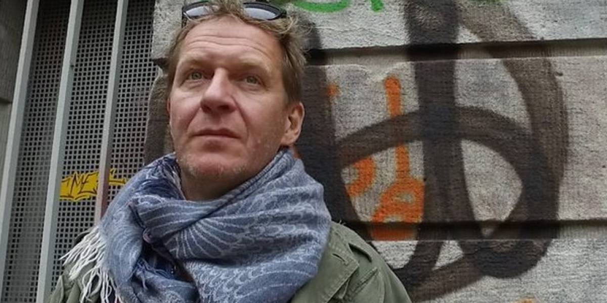 """O ex-neonazista que trabalha para """"desradicalizar"""" extremistas na Alemanha"""