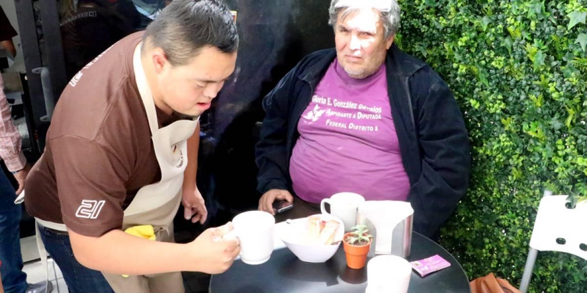 Abren primera cafetería atendida por personas con síndrome de Down