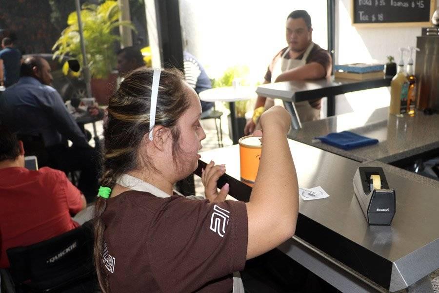 Abren cafetería atendida por personas con síndrome de Down