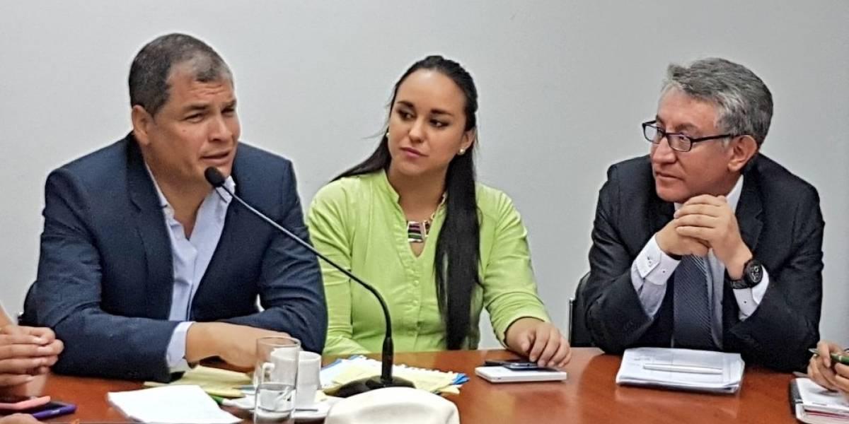 """Rafael Correa denuncia supuesto """"complot"""" entre el Gobierno y el CNE"""