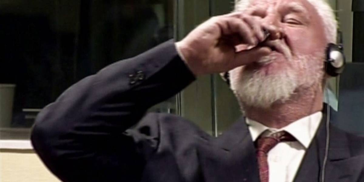 """Hallan un """"químico letal"""" en el vaso del que bebió el criminal Slobodan Praljak"""