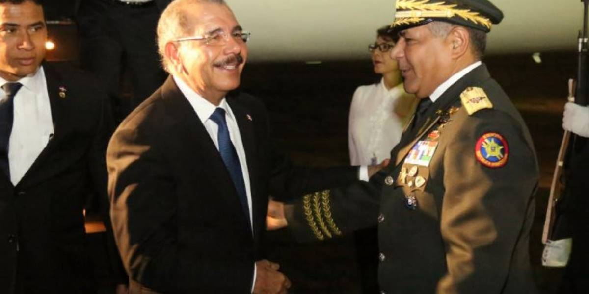Danilo regresa al país tras visita a Jamaica
