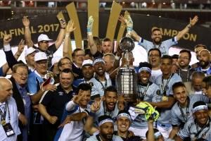 Grêmio com a taça da Libertadores