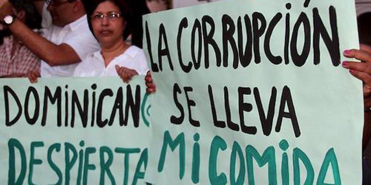 """""""Mitad de los políticos de RD ligados a corrupción"""""""