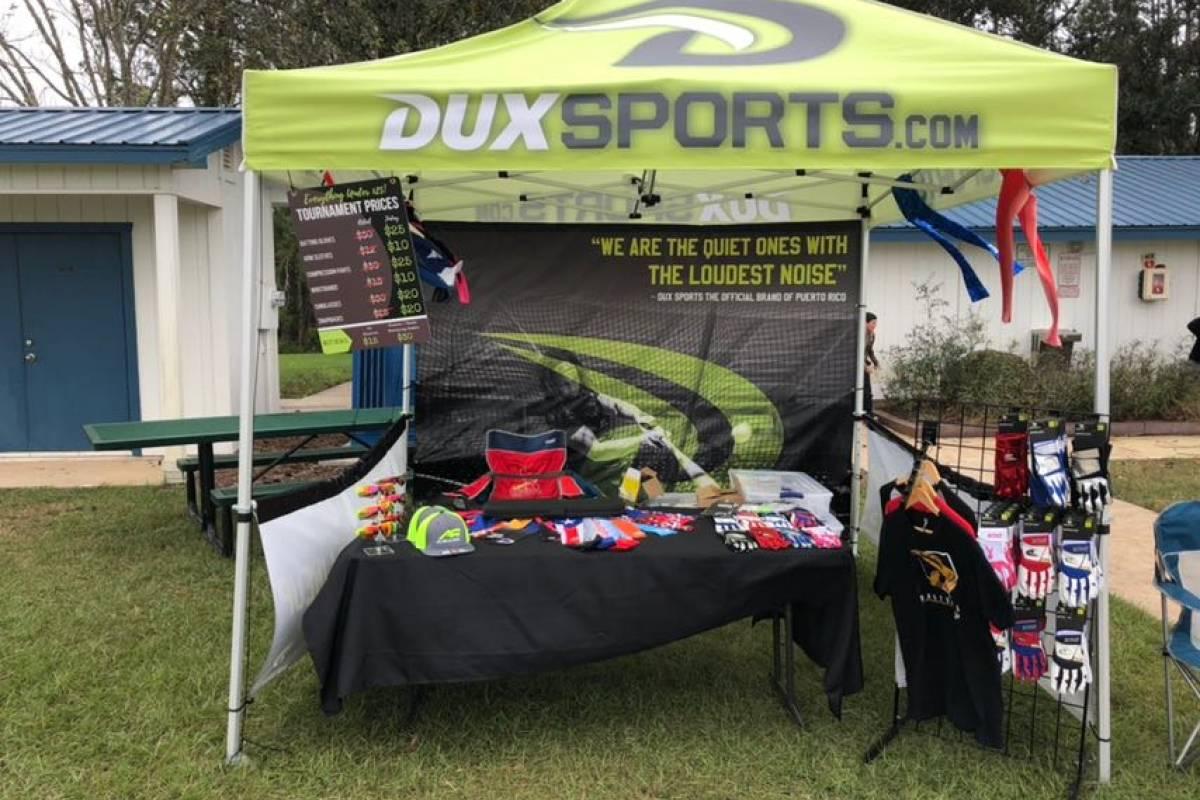 Foto: Caseta donde Dux Sports vende sus productos en algunos parques de Florida/Suministrada
