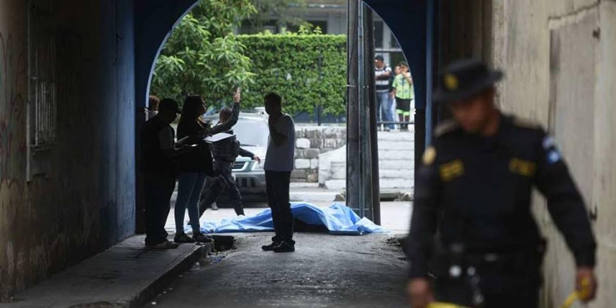 Sicarios asesinan a vendedor de dulces en el parque Colón