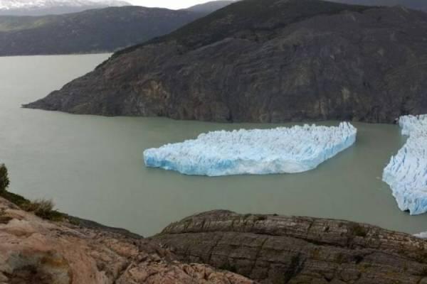Impactante fractura en glaciar Grey