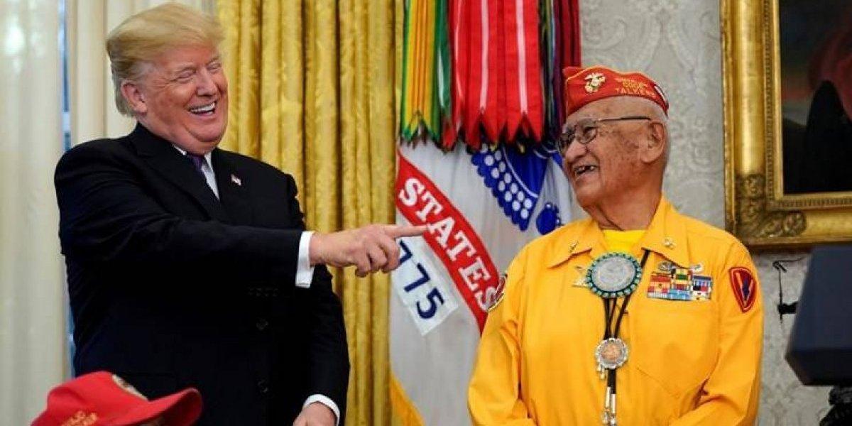 Piada racista: Trump chama senadora de Pocahontas