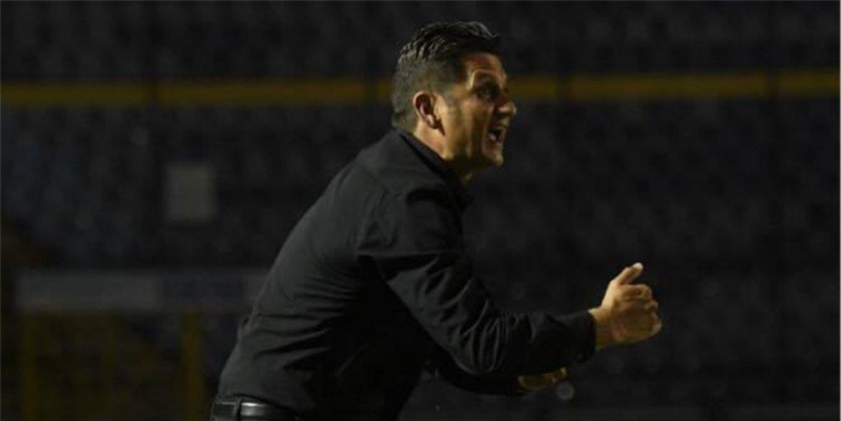 Afición de Comunicaciones enfurece tras anunciarse continuidad de Ronald González