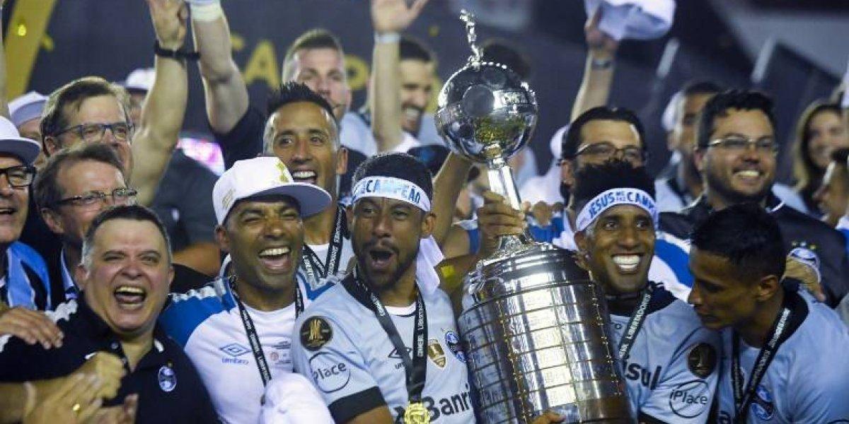 De idas y vueltas: El largo camino de Lucas Barrios para cumplir con el sueño de levantar la Libertadores