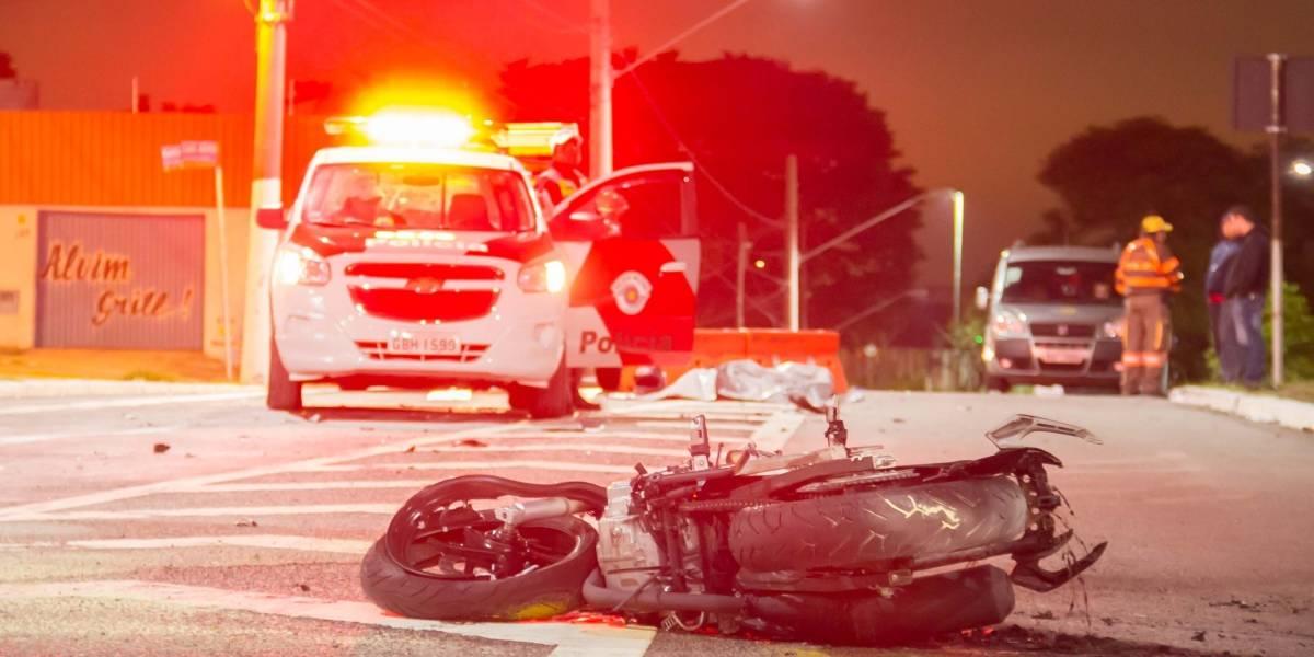 Motociclista morre em acidente ao fugir de ladrões na zona leste de SP