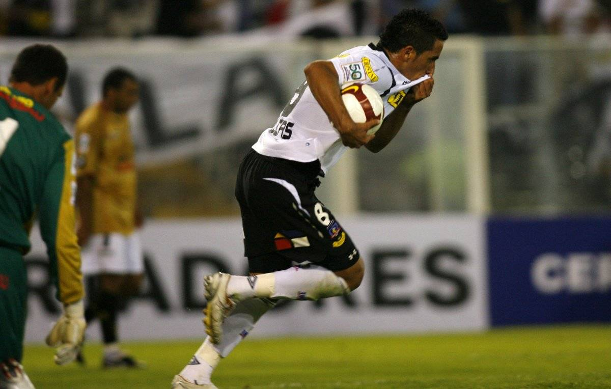 Sport Recife fue una de las víctimas de Lucas Barrios en la Libertadores vistiendo la camiseta de Colo Colo / imagen: Photosport