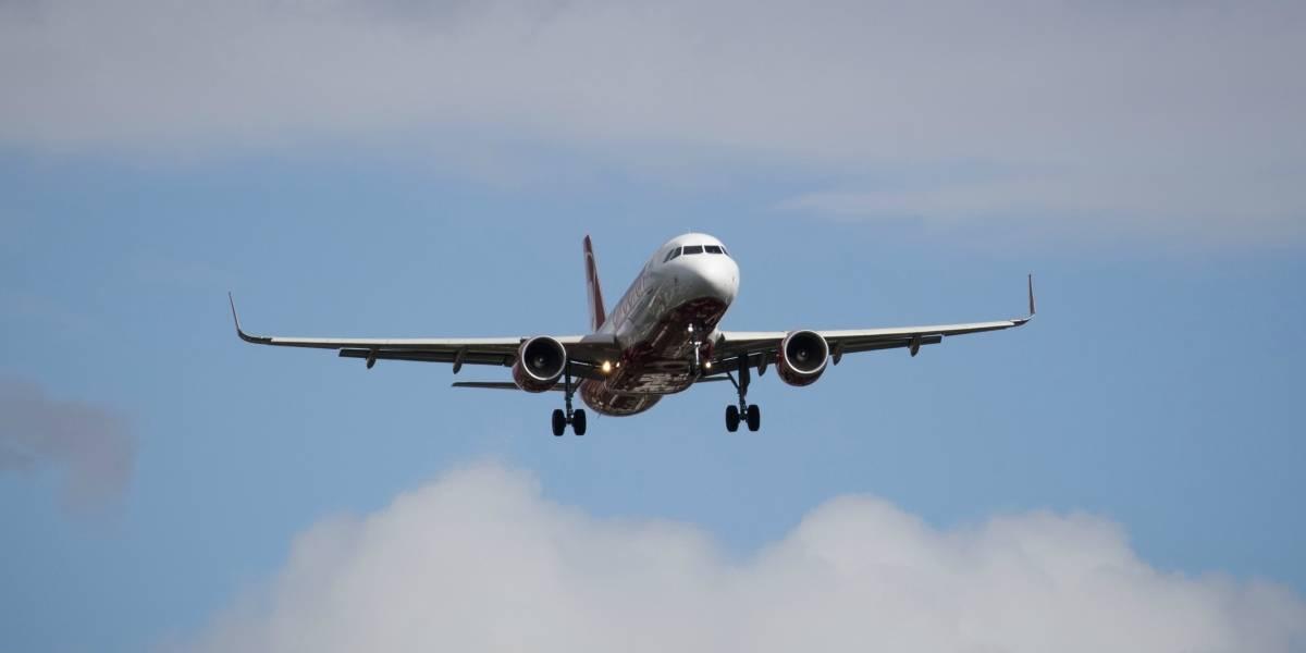 Día de furia: le pegó a otro pasajero, golpeo y mordió a la tripulación y terminó amarrada a un asiento del avión