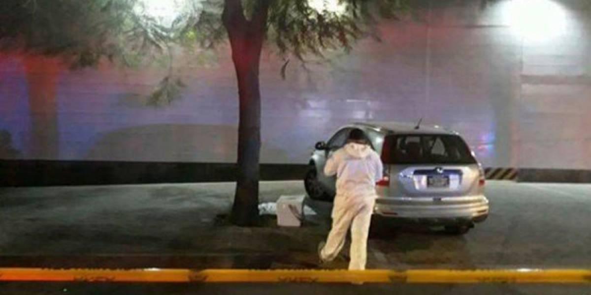 Dejan dos cabezas humanas cercenadas afuera de televisora en México