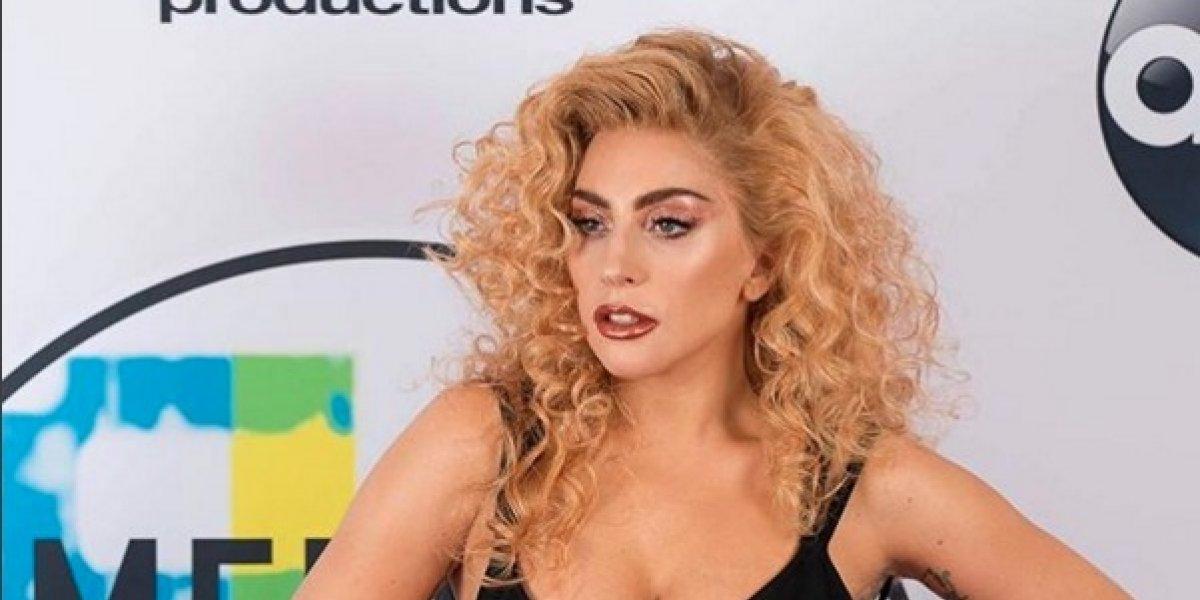 Lady Gaga impacta con diminuto bikini y mostrando si figura de espaldas