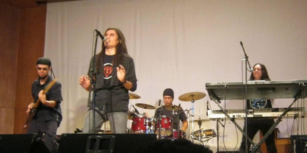 Cantante de banda de heavy metal revela que es transexual