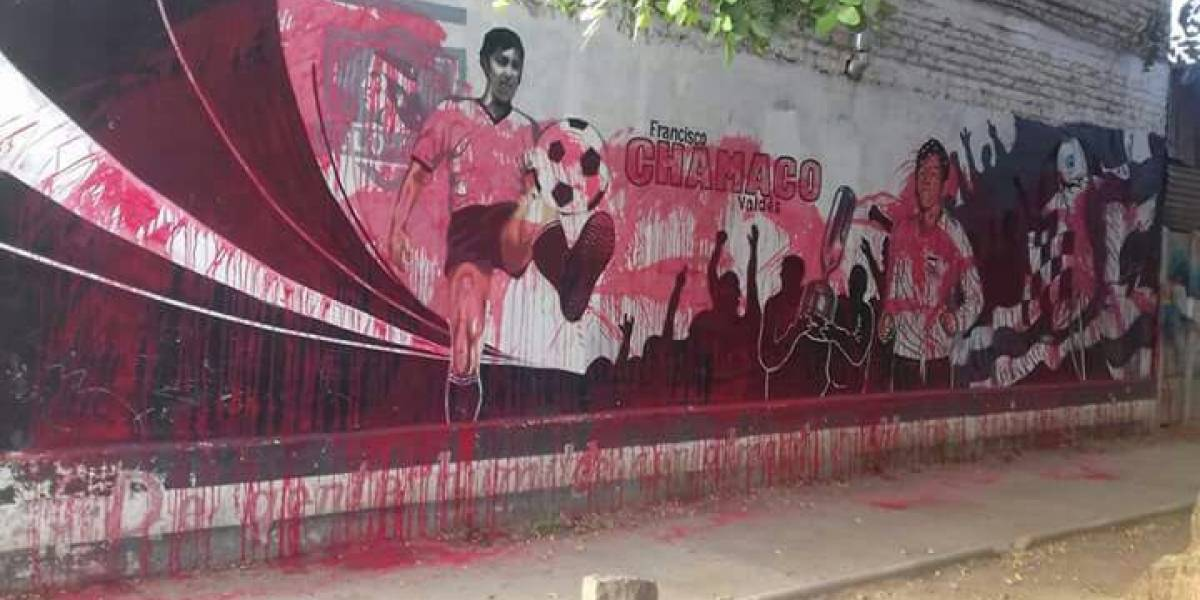 """""""No respetan nada"""": desconocidos rayaron mural dedicado a Chamaco Valdés"""