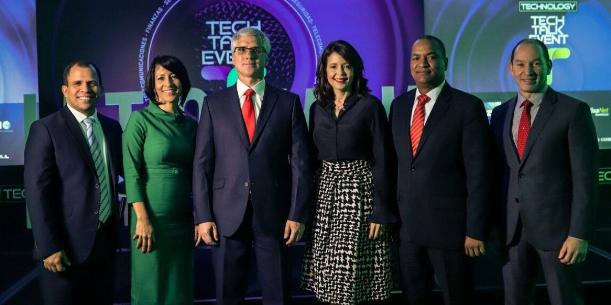Claro integra panel telecomunicaciones en Tech Talk Event