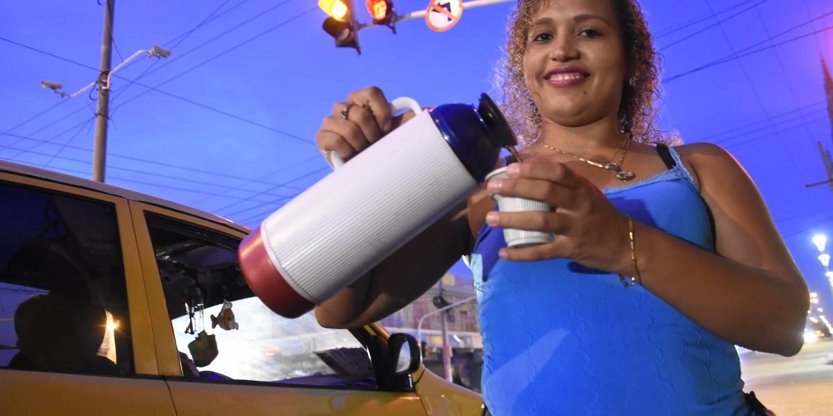 Un amanecer con las tinteras venezolanas en el centro de Barranquilla, quienes contaron sus dramas