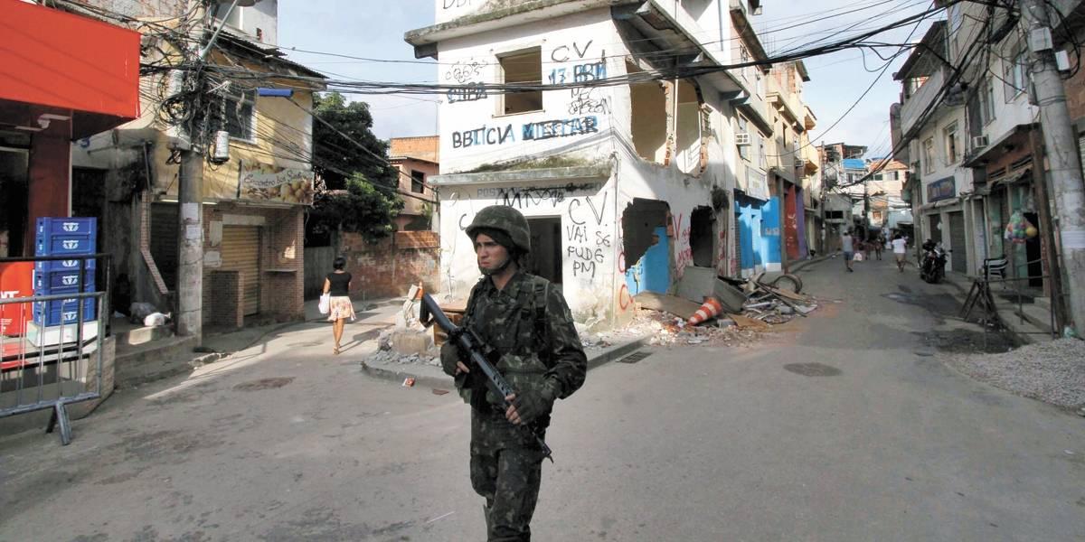 Nove PMs são presos por tráfico de armas