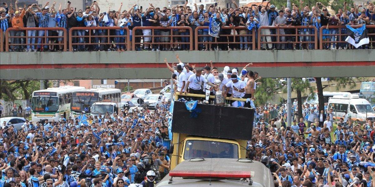 Las increíbles imágenes del festejo de Gremio en su regreso a Brasil