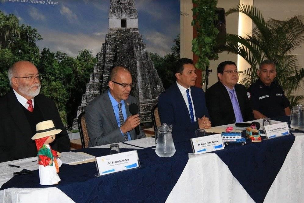 """Se llevó a cabo la conferencia """"Conmemoración de la quema del diablo con responsabilidad ambiental"""". Foto: Cortesía Inguat"""