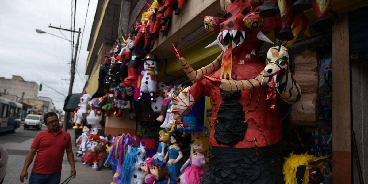 """Comienza la venta de piñatas de """"diablos"""" en la zona 1"""