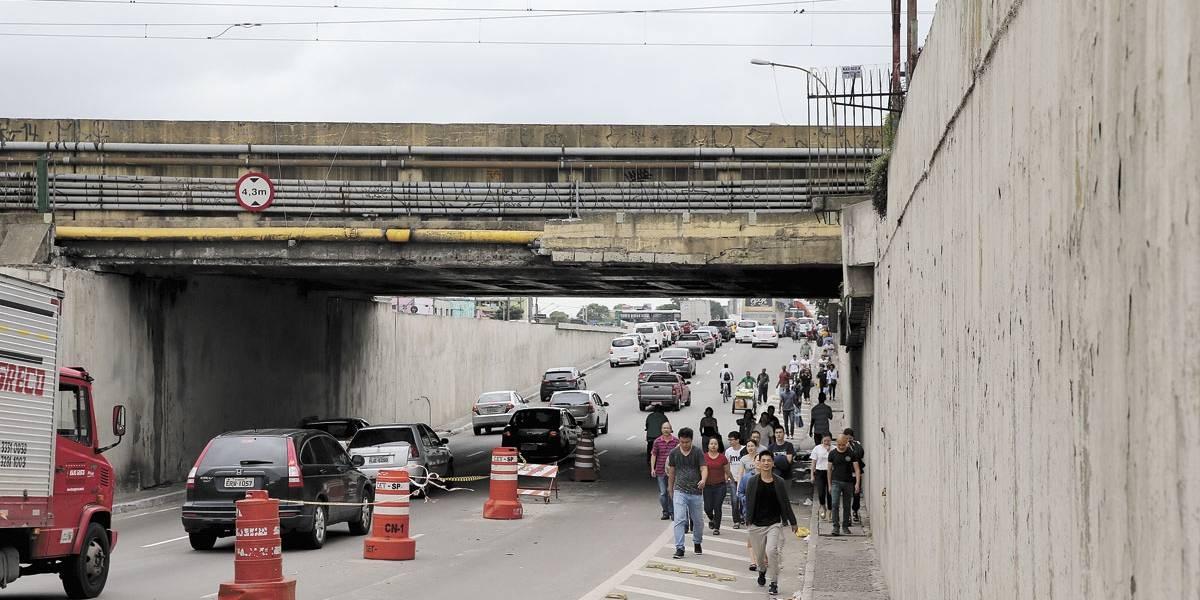 Falta de manutenção em viadutos e pontes de São Paulo coloca população em risco