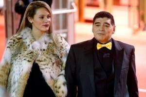 Diego Maradona chega para o sorteio