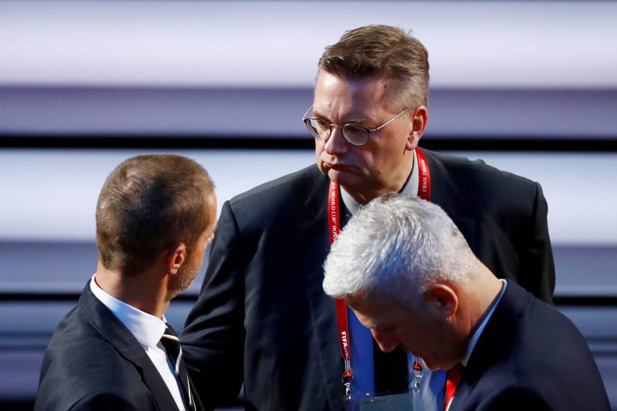 Presidente da Associação de Futebol da Alemanha, Reinhard Grindel, antes do sorteio | Kai Pfaffenbach/Reuters