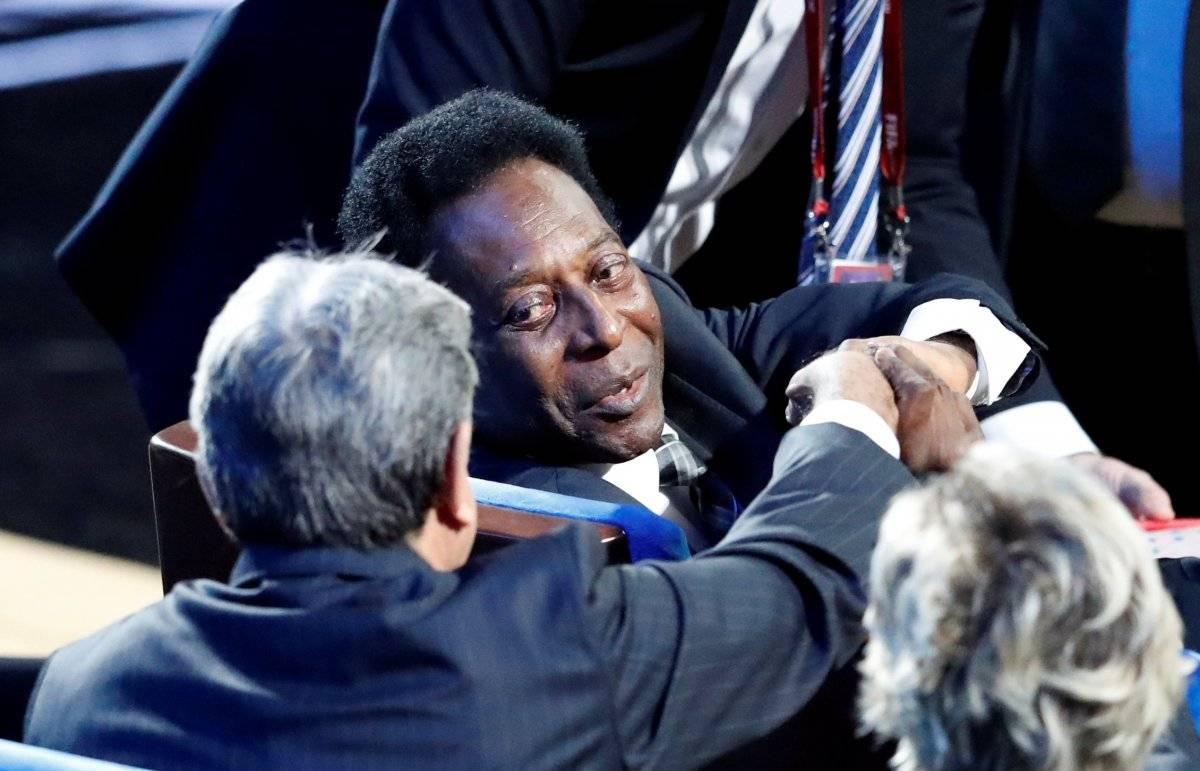 Pelé chega para o sorteio da fase de grupos da Copa do Mundo Rússia 2018 em uma cadeira de rodas | Sergei Karpukhin/Reuters