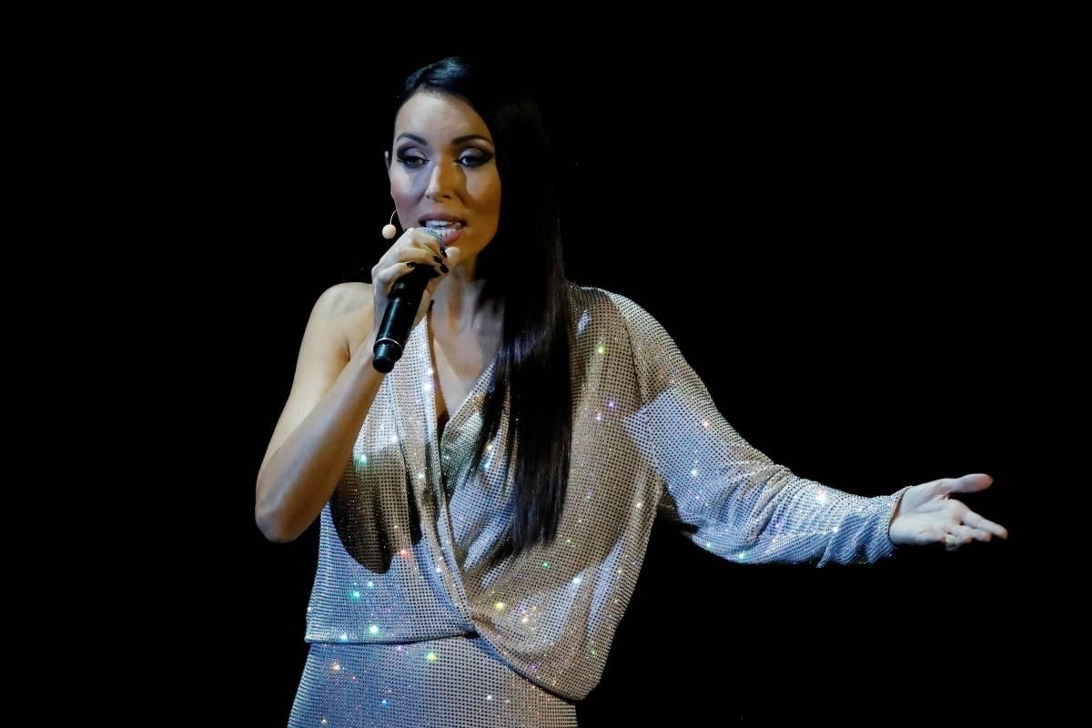 Cantora faz apresentação de abertura do sorteio | Kai Pfaffenbach/Reuters