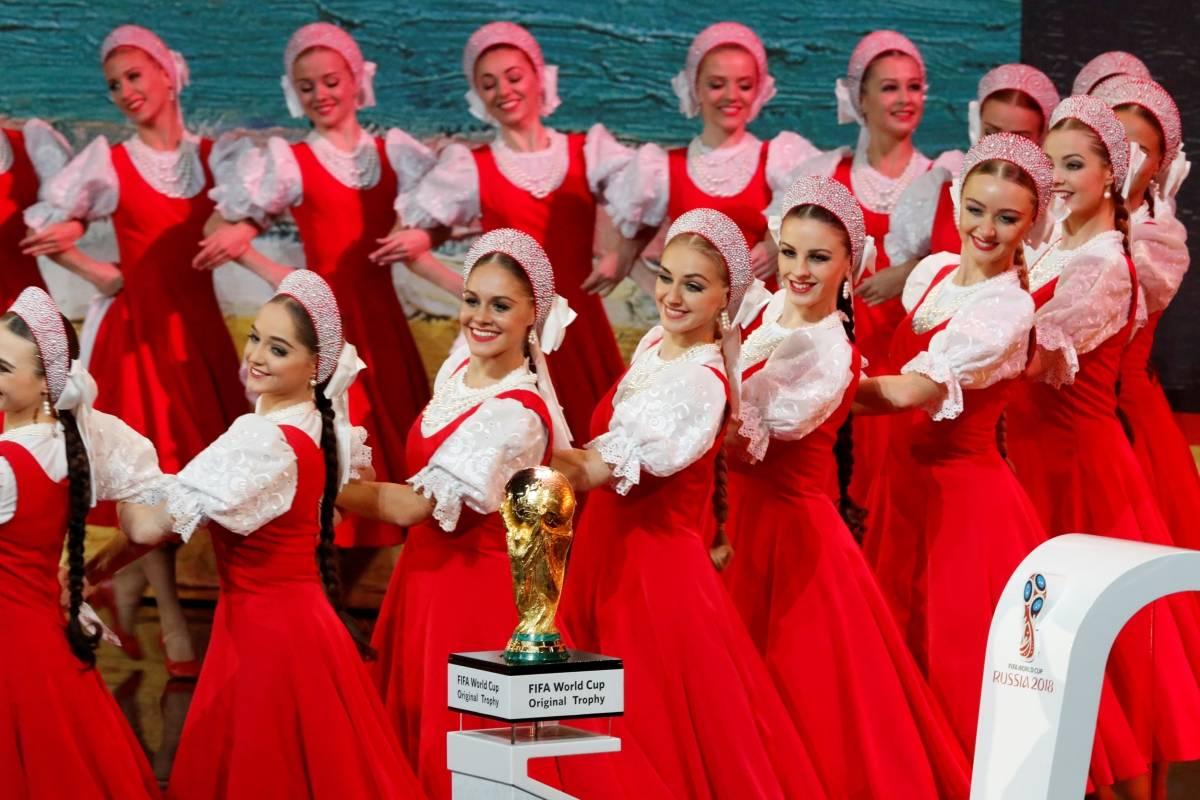 Entretenimento na abertura do sorteio | Sergei Karpukhin/Reuters