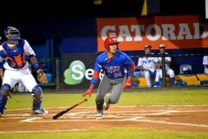 Isán Díaz abrió el juego con un hit.
