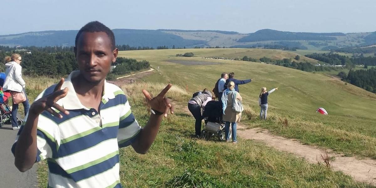 """""""Fui vendido 3 veces a traficantes de esclavos"""": el desgarrador testimonio de un joven africano sobre su arriesgado viaje a Europa"""