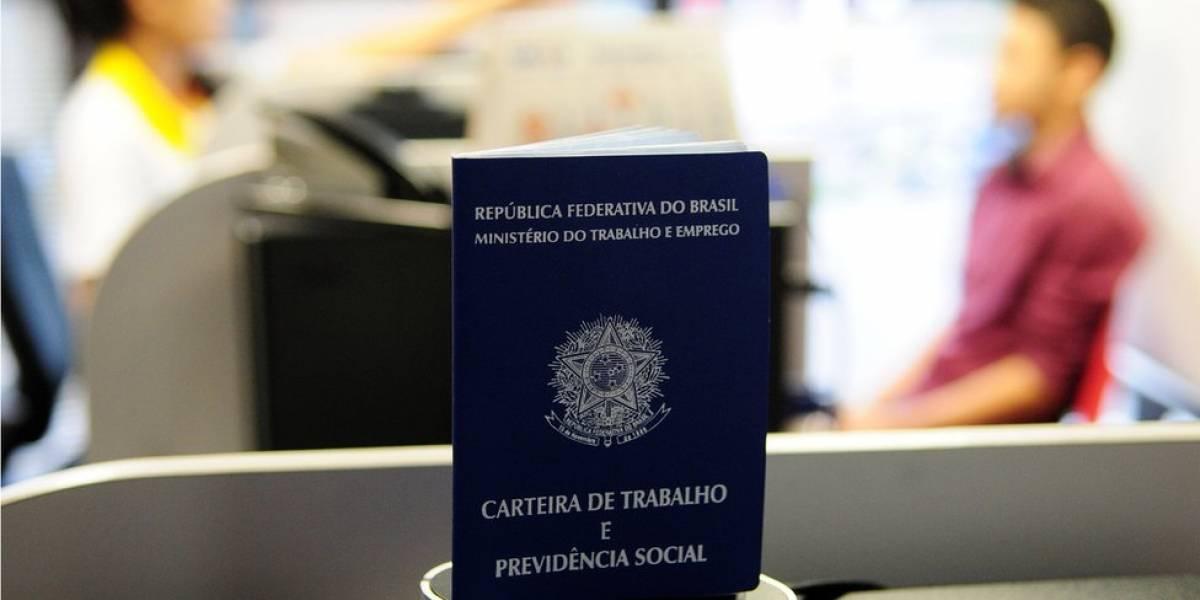 Trabalho informal bate recorde; número de pessoas com carteira assinada é menor desde 2012