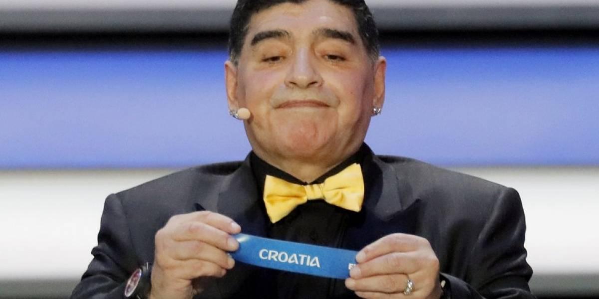 El otro lado del sorteo Rusia 2018: cómo Maradona y su moño amarillo se robaron la atención en Moscú